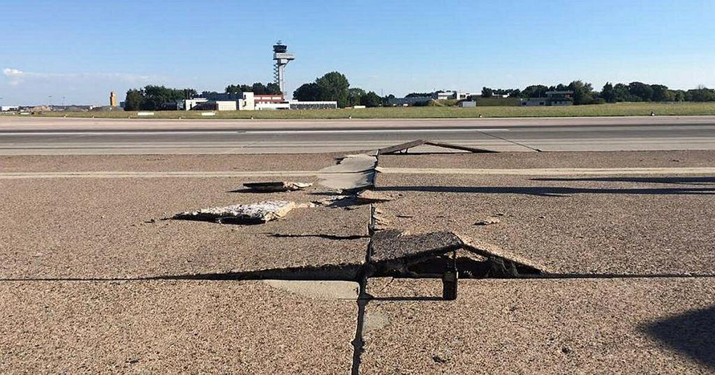 Zniszczony pas na lotnisku w Hanowerze
