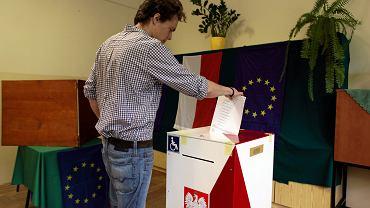 Głosowanie w wyborach do Parlamentu Europejskiego. Rektorat UG, Sopot, 25 maja 2014