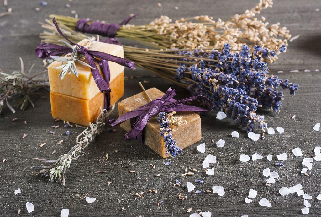 Szare mydło o tradycyjnej recepturze ma bardzo szerokie zastosowanie. Zdjęcie ilustracyjne, images72/shutterstock.com