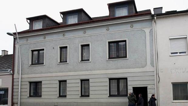 Dom Fritzla sprzedany. Nieruchomość znalazła nabywcę i na siebie zarabia