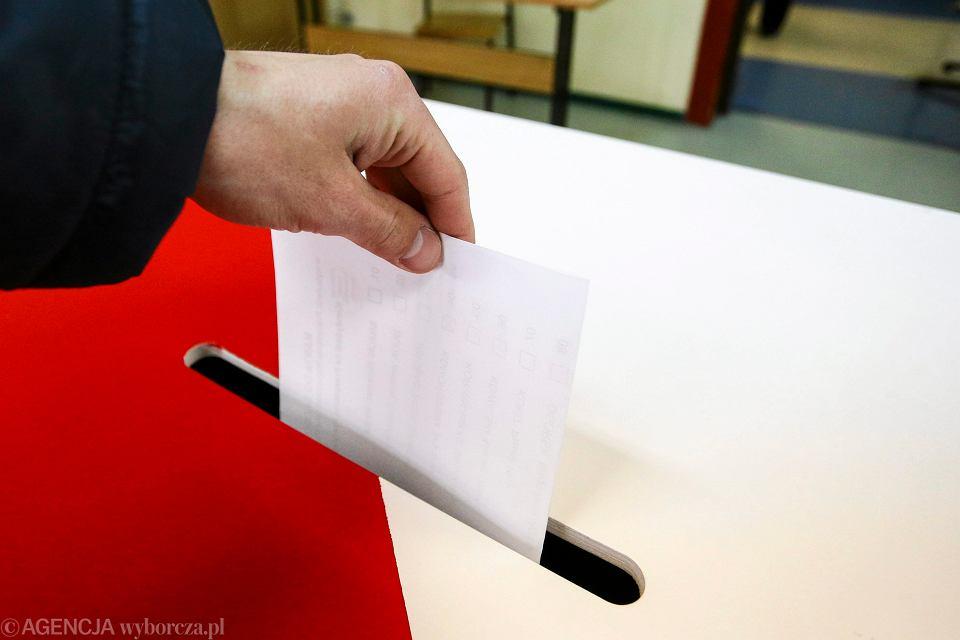 W całym kraju zostaną wymienione urny wyborcze.  Muszą  być przezroczyste