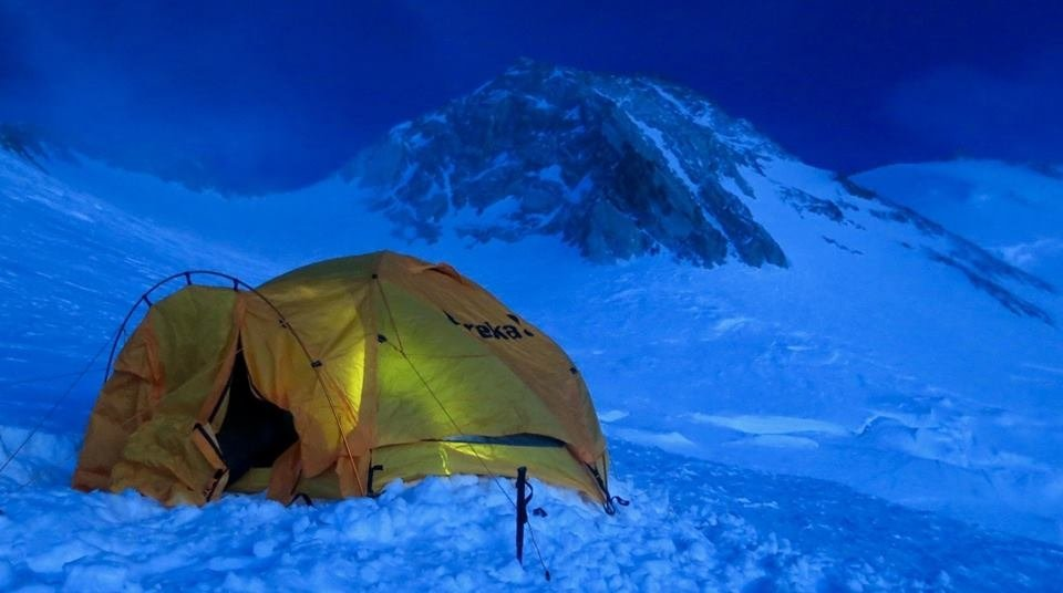 Obóz IV, w tle szczyt Nanga Parbat