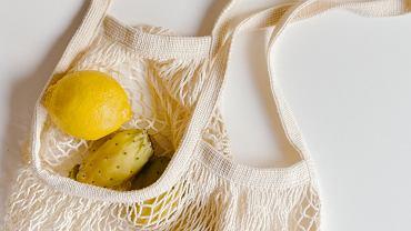 Jak czyścić materiałowe torby na zakupy, by pozbyć się brudu oraz bakterii?