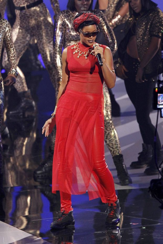 """Rihanna performs """"Cockiness"""" during the 2012 MTV Video Music Awards in Los Angeles, September 6, 2012.   REUTERS/Mario Anzuoni (UNITED STATES  - Tags: ENTERTAINMENT)   (MTV-SHOW)"""