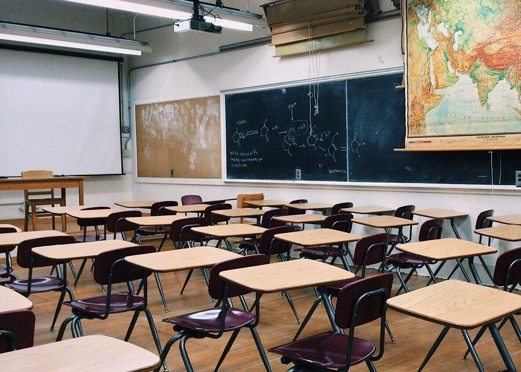 Pusta sala w szkole (zdjęcie ilustracyjne)