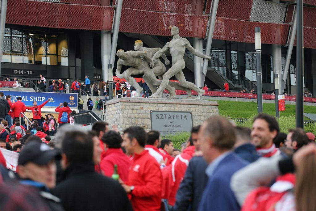Kibice w drodze na Stadion Narodowy, przed meczem Finału Ligi Europy: FC Sevilla - Dnipro Dniepropietrowsk