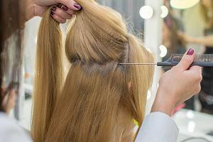 Czy mamy powinny obciąć zniszczone włosy po ciąży?
