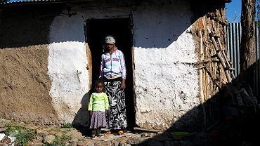 Kokobe Teklu z Etiopii straciła dochodu z powodu epidemii i obawia się, jak wyżywi swoją 4-letnią córkę