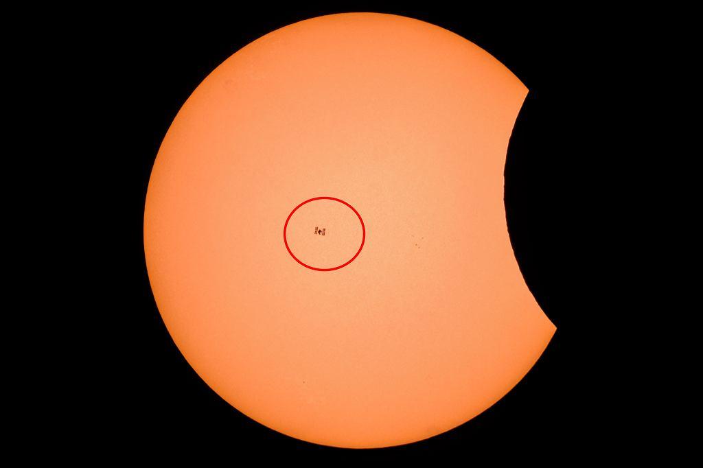 Zaćmienie Słońca. Na tle gwiazdy stacja ISS. Niesamowite zdjęcie naszego czytelnika
