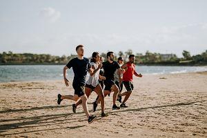 Ćwiczenia dla biegaczy. Ćwiczenia uzupełniające dla biegaczy. Najlepsze ćwiczenia siłowe i rozciągające dla biegaczy