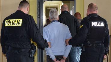 57-latek zatrzymał autobus i zaczął molestować nastolatkę