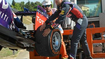 Problemy Sebastiana Vettela podczas pierwszego treningu