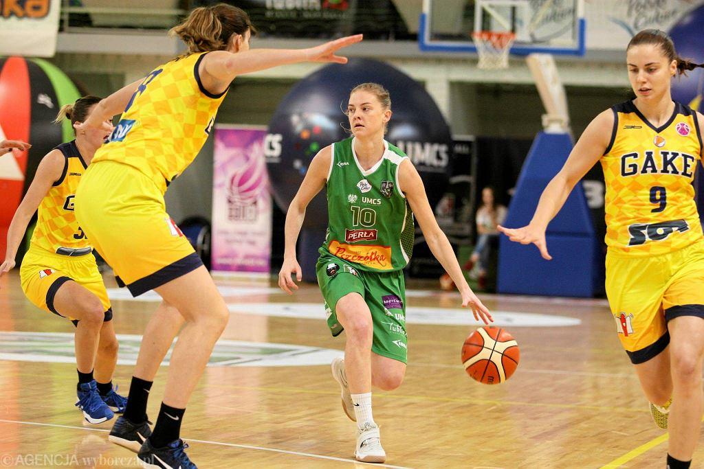 Z piłką Olivia Szumełda-Krzycka