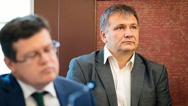 Waldemar Żurek niczym Józef K. sądzony jest w zaklętym kręgu przez sędziów, którzy sędziami nie powinni być. Rozprawa o tym dziś w TSUE.