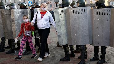 Setki funkcjonariuszy białoruskich struktur siłowych deklaruje przejście na stronę narodu