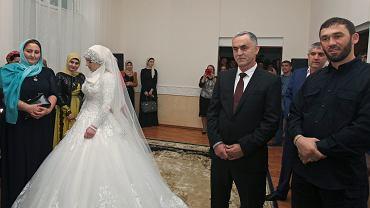 Ślub 17-latki z 50-letnim szefem czeczeńskiej policji