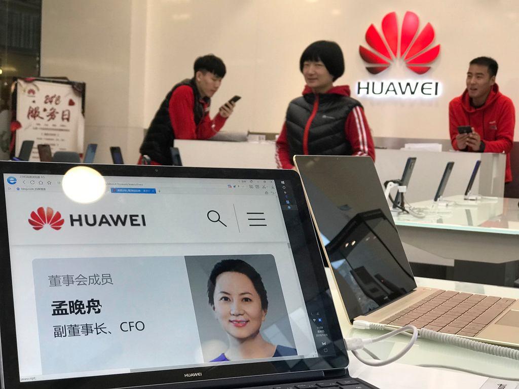 Biogram zatrzymanej w Kanadzie Meng Wanzhou jest od paru dni wyświetlany we wszystkich chińskich salonach ze sprzętem Huawei