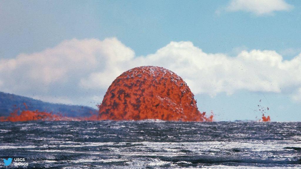 Erupcja wulkanu.