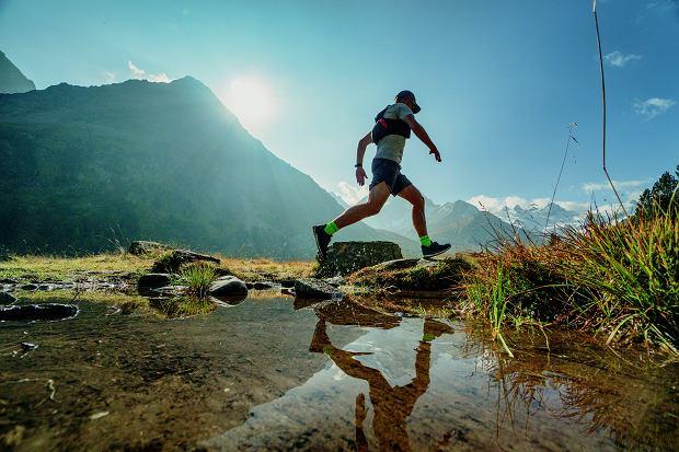 Przede wszystkim bezpieczeństwo, później zabawa. Biegając po górach, trzeba bardzo uważać, gdy stąpa się po mokrych kamieniach.
