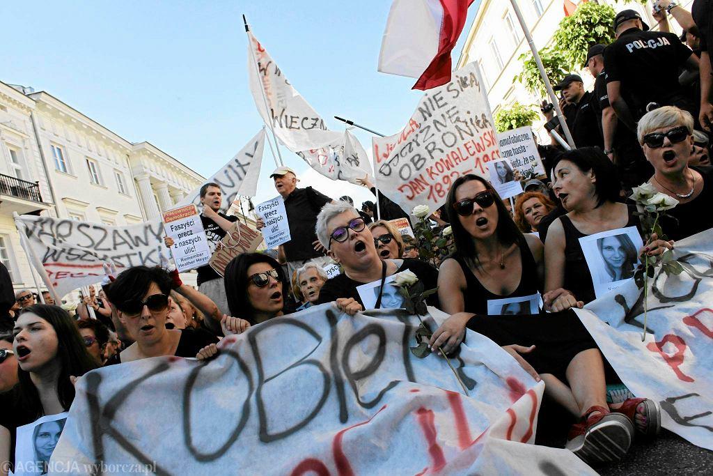 Obywatele RP i Ogólnopolski Strajk Kobiet szykują się do blokady marszu Młodzieży Wszechpolskiej