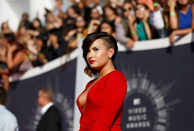 Demi Lovato arrives at the 2014 MTV Video Music Awards in Inglewood, California August 24, 2014.   REUTERS/Mario Anzuoni (UNITED STATES  - Tags: ENTERTAINMENT)
