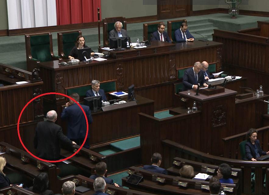 Pierwsze posiedzenie Sejmu. Podczas przemówienia Grzegorza Schetyny Jarosław Kaczyński opuścił salę plenarną