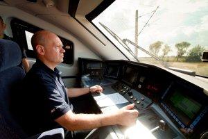 Pensja nawet 8 tys. zł. Setki miejsc pracy czekają na kolei