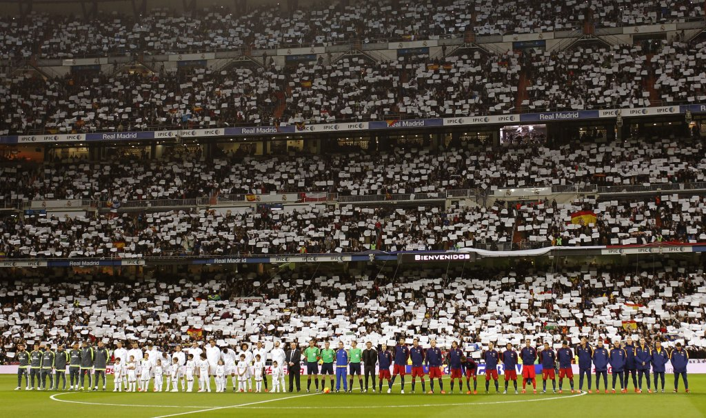 Minuta ciszy przed El Clasico na Santiago Bernabeu. Piłkarze Realu Madryt i FC Barcelona nie wymieszali się tak jak uczynili to zawodnicy wielu innych zespołów