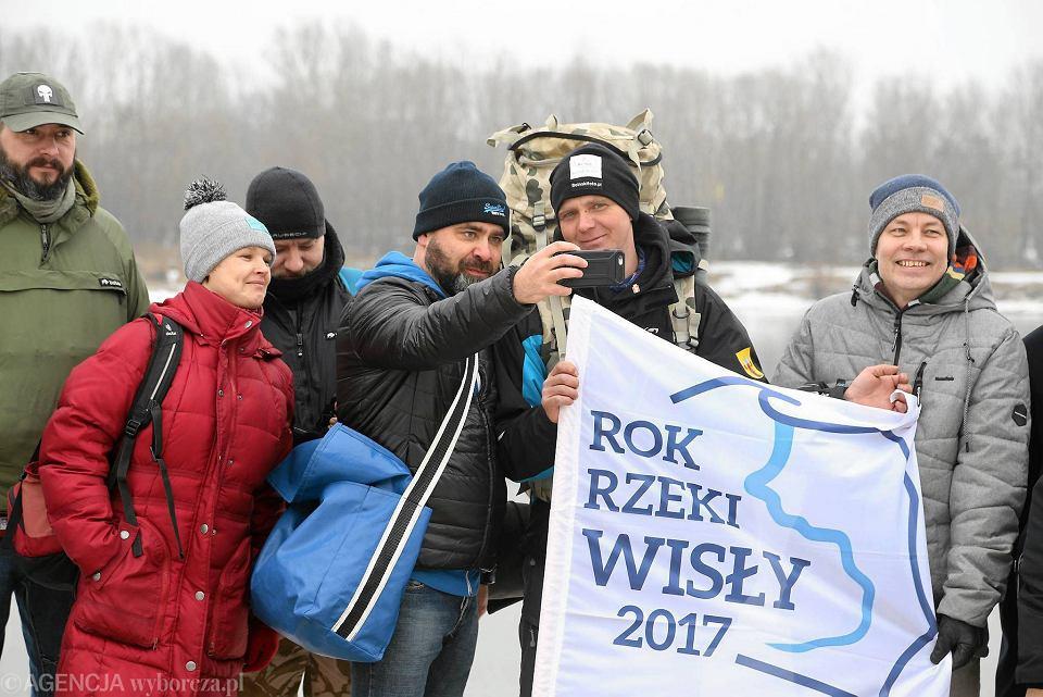 Zdjęcie numer 1 w galerii - Wisła i on. 1047 km samotnego wędrowca [WIDEO]. Maciek Boinski dotarł do Płocka