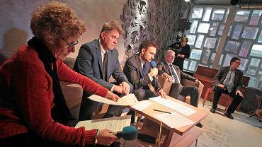 Anna Wachowska-Kucharska (pierwsza z lewej) i wiceprezydent Tomasz Lewandowski (na środku, z mikrofonem) znajdą się w jednym komitecie 'Lewica'.