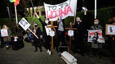 66 proc. Polaków popiera prawo do aborcji [SONDAŻ]