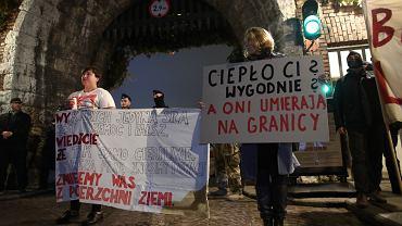 Wawel. Protest w miesięcznice pogrzebu Marii i Lecha Kaczyńskich