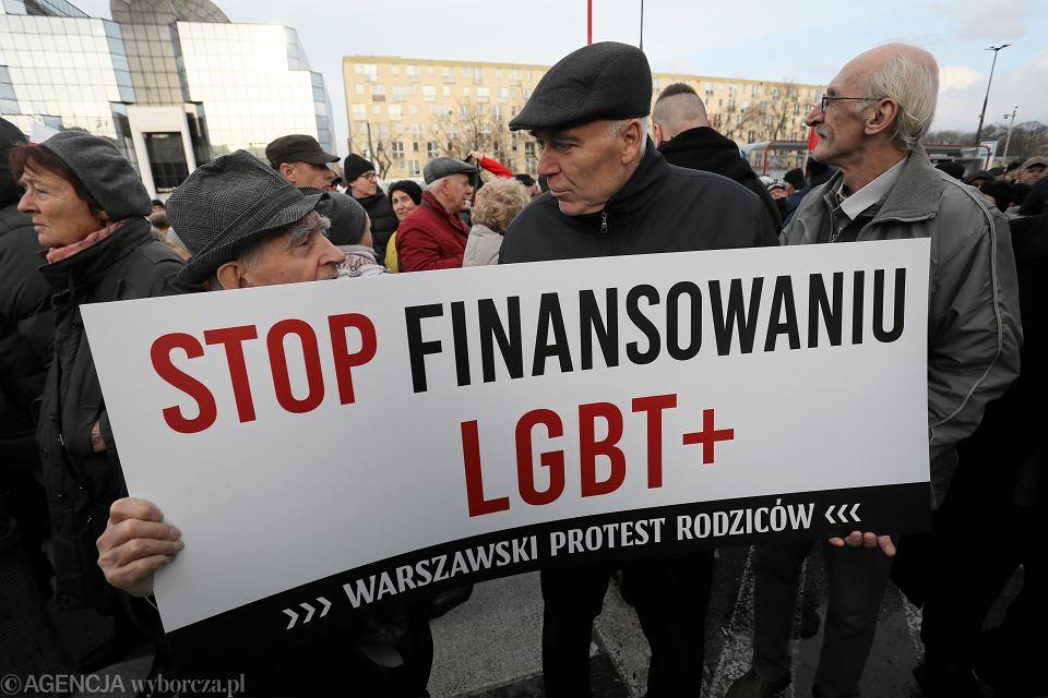 Demonstracja rodziców przeciwko LGBT+ w Warszawie