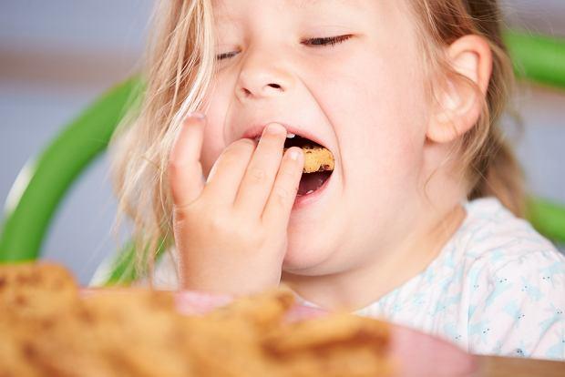 Z badań przeprowadzonych przez D.W. Hoovera i R. Millicha wynika, że dzieci nie stają się niegrzeczne 'po cukrze' tylko przez zachowanie rodziców