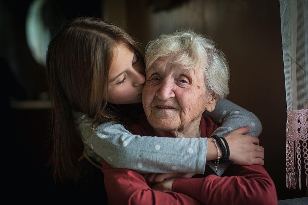 Życzenia na Dzień Babci sprawią dużo radości. Zdjęcie ilustracyjne