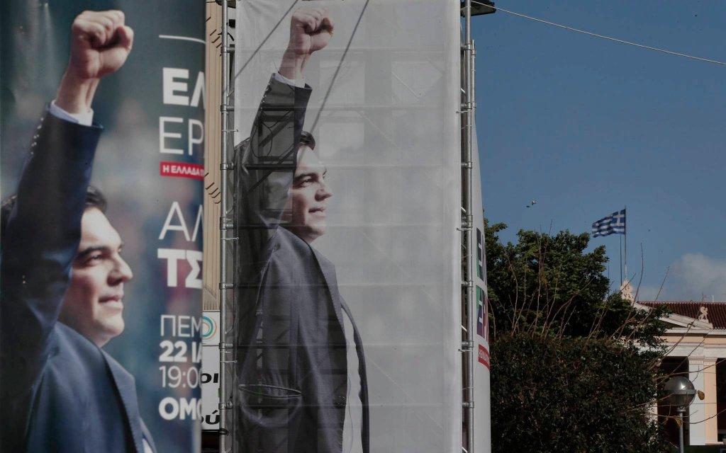 Alexis Cipras pojawia się na plakatach i billboardach wyborczych w całym kraju