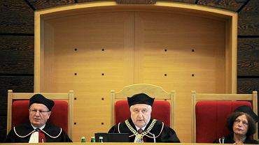 Sędziowie Trybunału Konstytucyjnego: Marek Kotlinowski, Andrzej Rzepliński i Teresa Liszcz