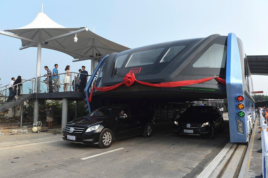 China Straddling Bus