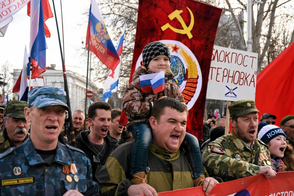 Obchody Dnia Obrońcy Ojczyzny w poniedziałek w Sewastopolu na zajętym przez Rosjan Krymie. Prezydent Ukrainy Petro Poroszenko przeniósł w zeszłym roku obchody Dnia Obrońcy Ukrainy na 14 października