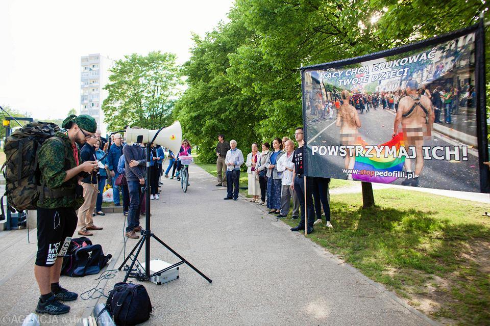 Studencki różaniec przy Uniwersytecie Gdańskim wynagradzający za promocję sodomii na uniwersytetach