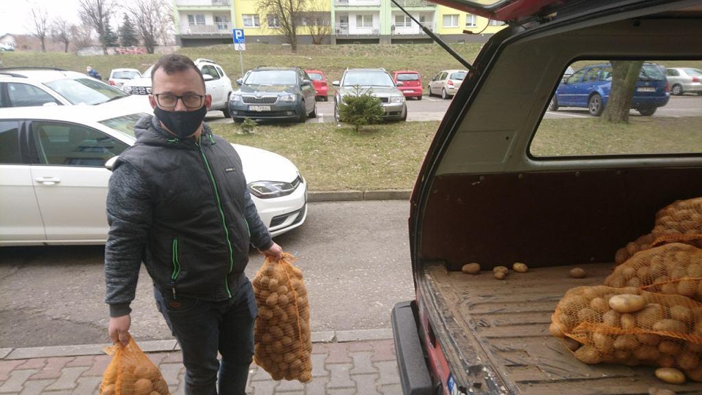 Marcin, rolnik z Jakubowic przyjechał do Sosnowca rozdać ziemniaki