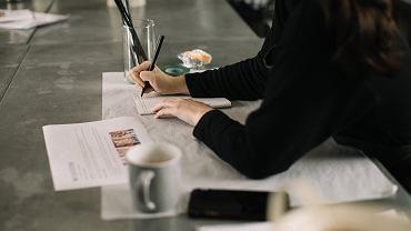 Podatek od umowy o dzieło - kto i kiedy płaci? Co trzeba o nim wiedzieć? [Zasady, opodatkowanie]