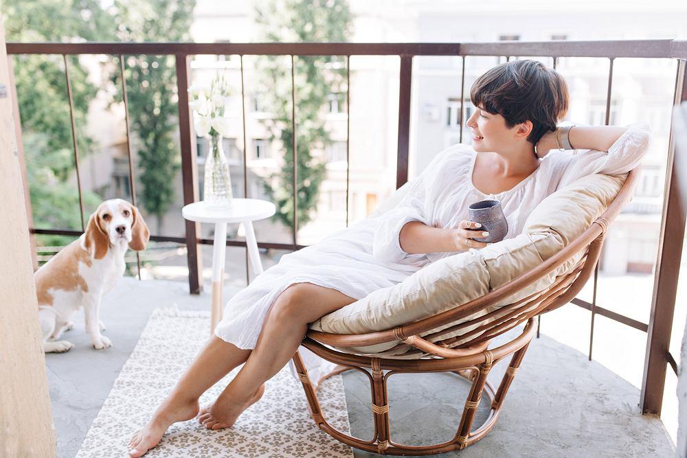 Siedzisko. Jakie wybrać do użytkowania na balkonie? Zdjęcie ilustracyjne