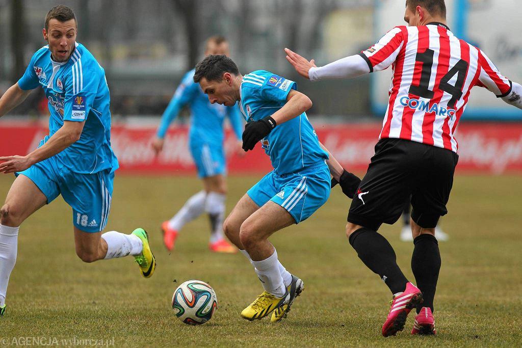 Błękitni Stargard Szczeciński - Cracovia 2:0. Robert Gajda (w środku)