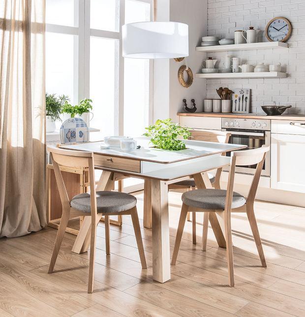 modny zestaw krzeseł do kuchni