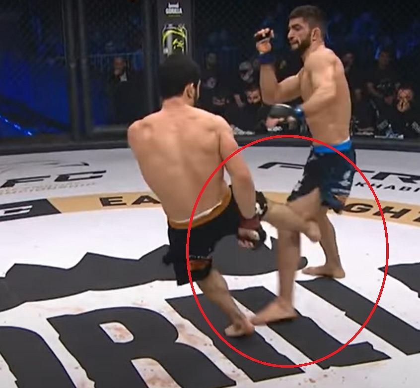 Po tym kopnięciu Uzair Abdurakov złamał nogę
