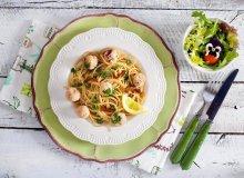 Makaron z pulpecikami z łososia w zielonym sosie - ugotuj