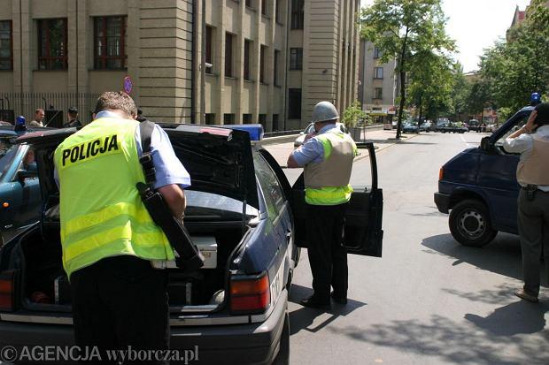 n23 06 2004 LUBLIN UL CHOPINA  NARODOWY BANK POLSKI CWICZENIA POLICJI NAPAD NA BANKFOT RAFAL MICHALOWSKI / AG