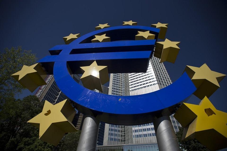 Polska zobowiązała się do przyjęcia euro wchodząc do Unii Europejskiej.