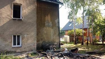 Policjanci z Bielska-Białej wyjaśniają okoliczności i przyczyny pożaru kamienicy przy ul. Straconki